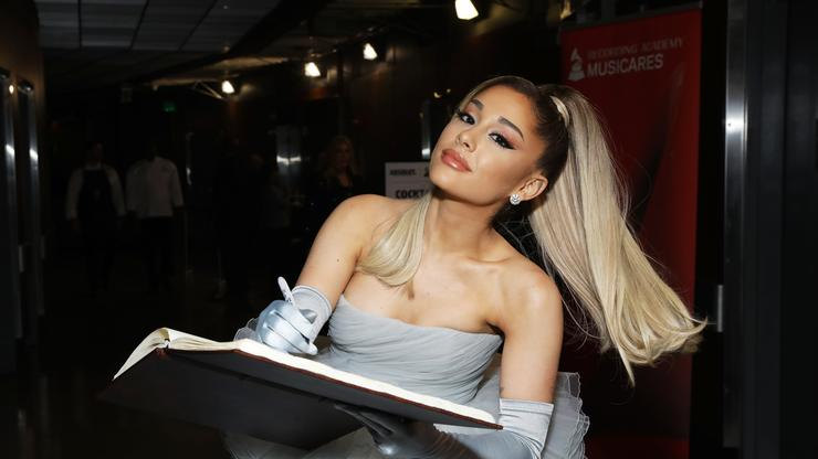 """Ariana Grande Outsmarts John Legend With """"Thank U, Next"""" Button On """"The Voice"""""""