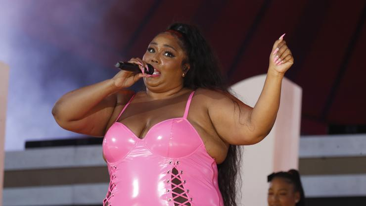 """Lizzo Opens Up About Learning To Love Her Body In New """"TED Twerk"""""""