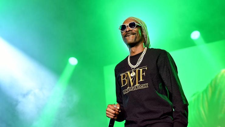 Snoop Dogg Shows Damages After Getting Into Car Crash