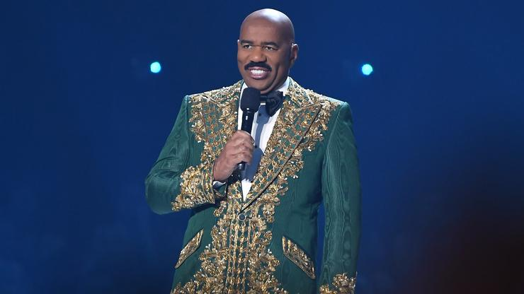 Steve Harvey's Outfit Of The Day Photos Have Twitter In A Chokehold