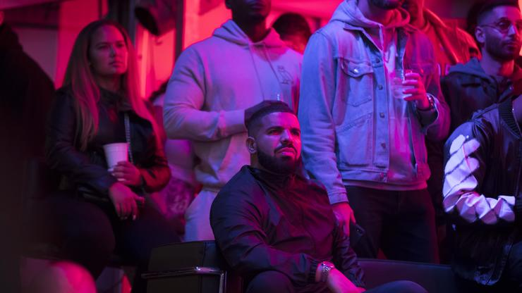 """Drake Doppelgänger Trolled For Almost Not Making It Into The Club: """"Certified Outdoor Boy"""""""