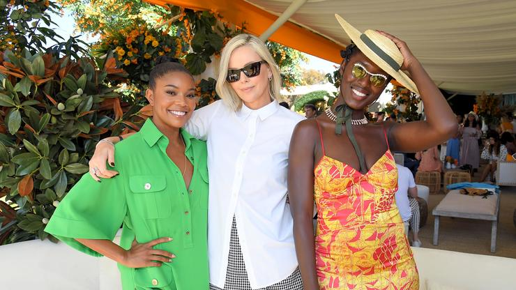 """Charlize Theron Thanks """"Village Of Strong Black Women"""" Who Help Her Raise Her Daughters"""
